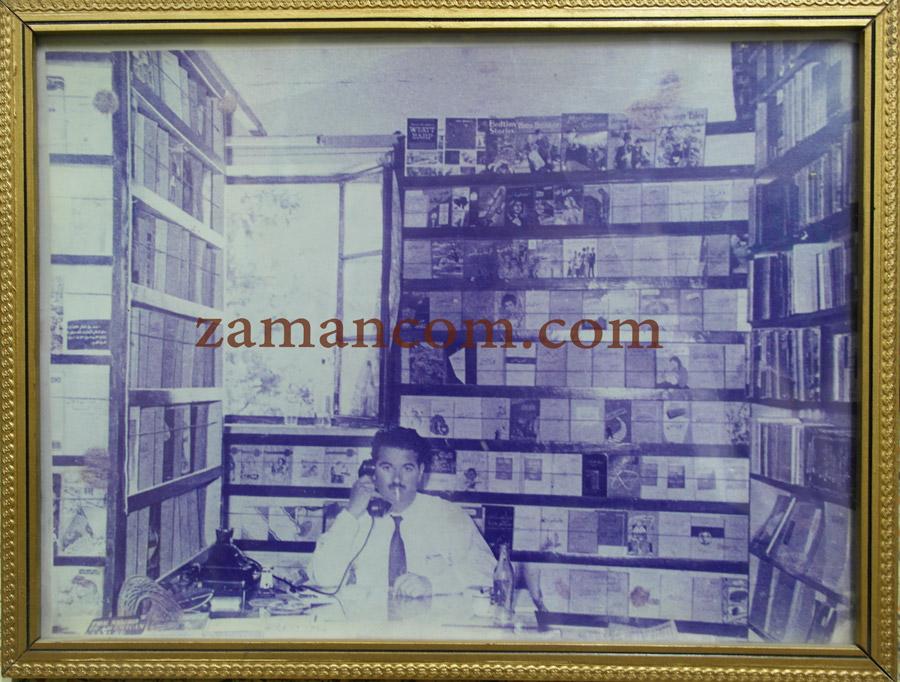 صورة الأب في مكتبته في القدس